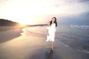Sahil gün batımı düğün fotoğraf çekimi