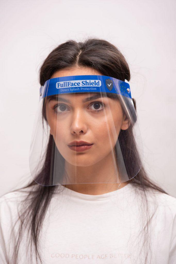 Firmalar için siperlik maske fotoğraf çekimi